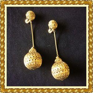 Monet / Vintage / Gold Ball & Chain Clip Earrings